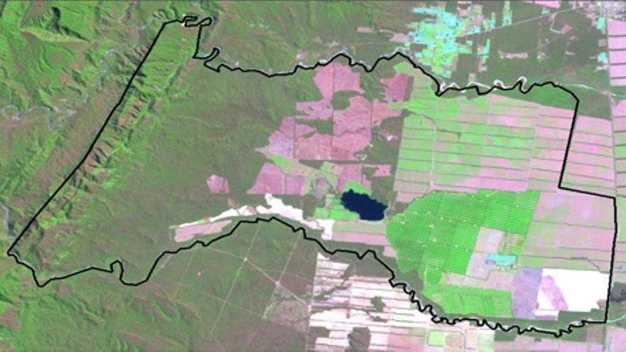En la zona izquierda de La Moraleja, en tonos rosados, desmontes realizados posteriormente a 2008. Imagen Landsat 5 TM (09/09/2012)