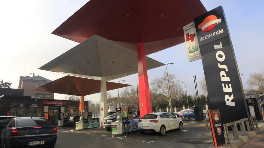 El consumo de combustibles de automoción creció un 5,8% en julio, el mejor dato desde 2011