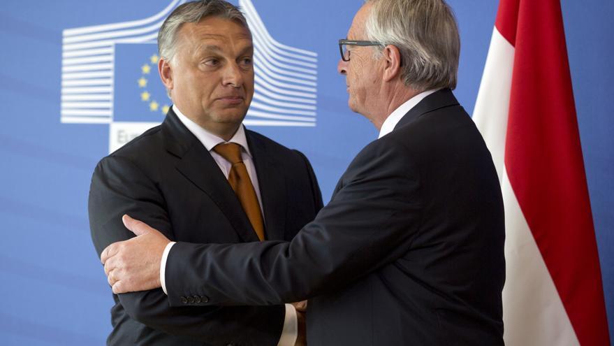 El primer ministro húngaro, Viktor Orbán, y el presidente de la Comisión Europea, Jean-Claude Juncker