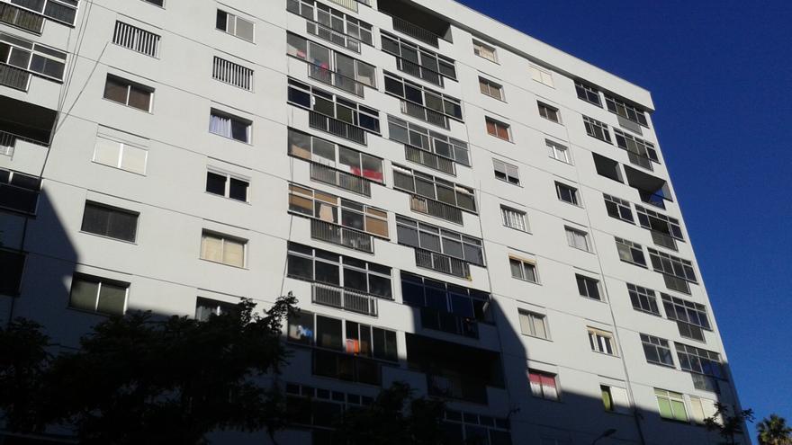 Bloques de viviendas 20, 21 y 22 en el barrio santacrucero de Miramar, después de las obras.