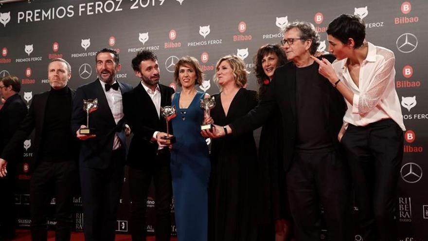 """El equipo de """"El reino"""" recibe el premio a la mejor película dramática, durante la sexta edición de los Premios Feroz 2018"""