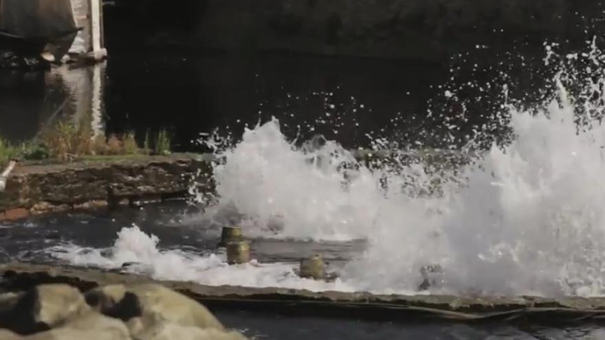 Captura de imagen de uno de los espectáculos del Puy de Fou en Francia, con agua