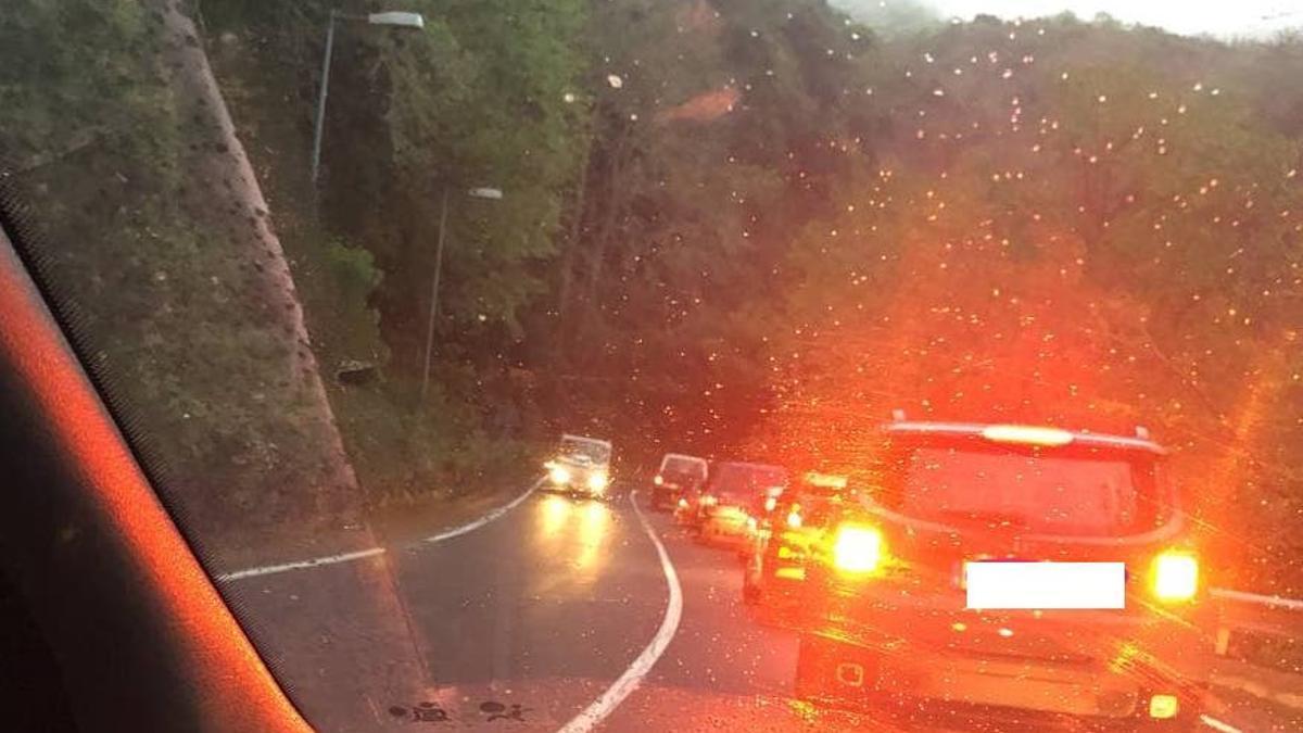 Retenciones de tráfico originadas por el accidente.