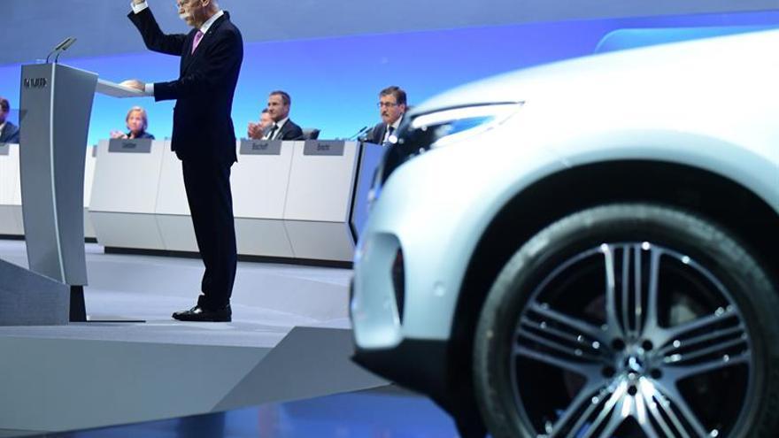 Los accionistas votan la restructuración de Daimler en tres divisiones independientes