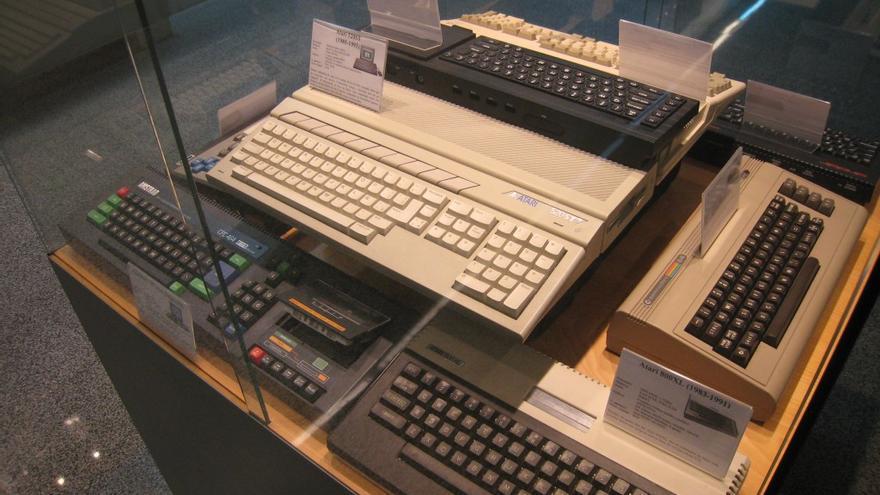 Algunos de los ordenadores de los 80 que se exponen en el museo de la Universidad de Zaragoza