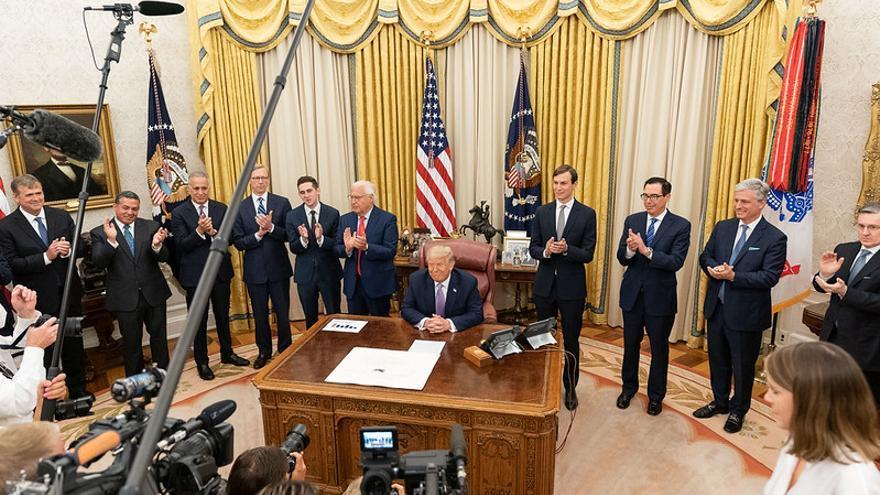 Donald Trump anuncia la consecución del acuerdo en el Despacho Oval de la Casa Blanca