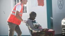 Muere el bebé que nació en una patera a la deriva camino de Canarias