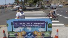 La concejala Idaira Afonso en la Avenida Los Majuelos.