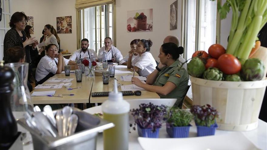 El Ejército español recurre a la cocina como instrumento de paz