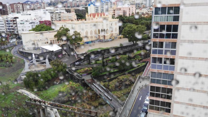 Fuertes lluvias en la vertiente nordeste de Tenerife, con especial incidencia en Santa Cruz