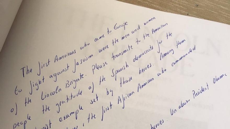 """Iglesias regala a Obama un libro sobre los brigadistas estadounidenses que combatieron contra el """"fascismo"""" en España"""