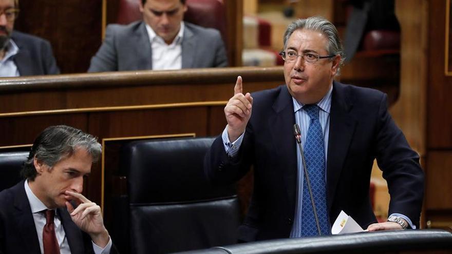 El ministro del Interior, Juan Ignacio Zoido, durante la sesión de control al Gobierno celebrada hoy en la Cámara Baja.