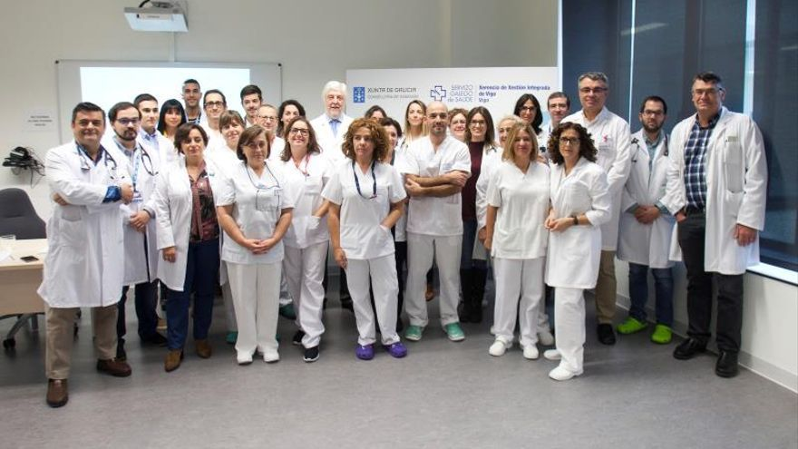 Unos cirujanos de Vigo implantan una válvula cardiaca con tres precedentes en el mundo