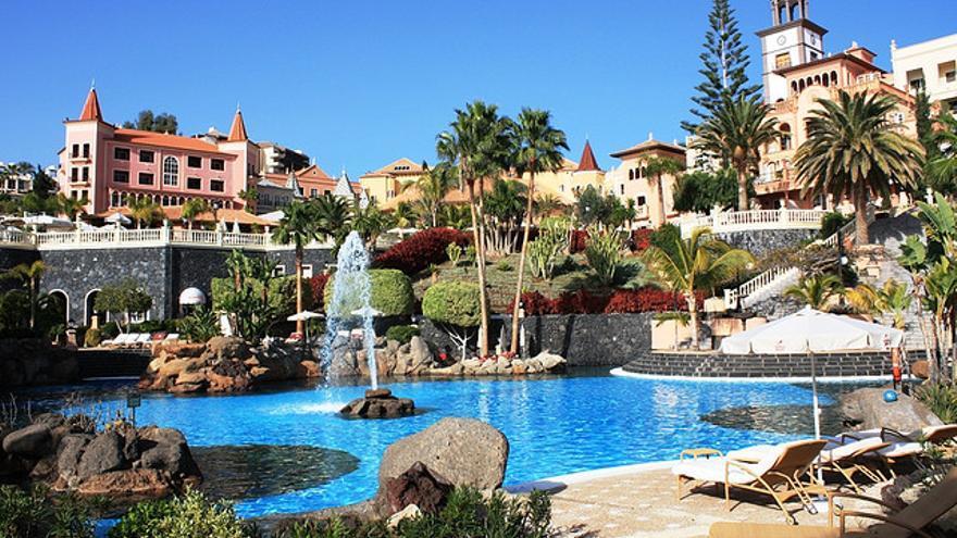 Gran Hotel Bahía del Duque. Foto: Javier Lastras, Flickr.