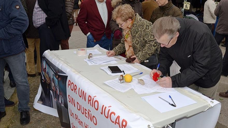 """Recogida de firmas """"Por un río Júcar sin dueño"""""""