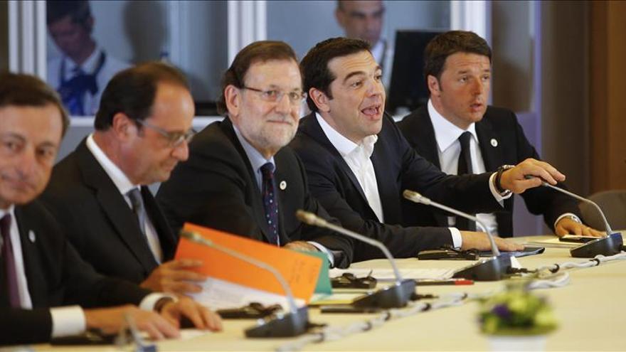 Los líderes de la eurozona inician una cumbre a la espera de que Tsipras presente una propuesta