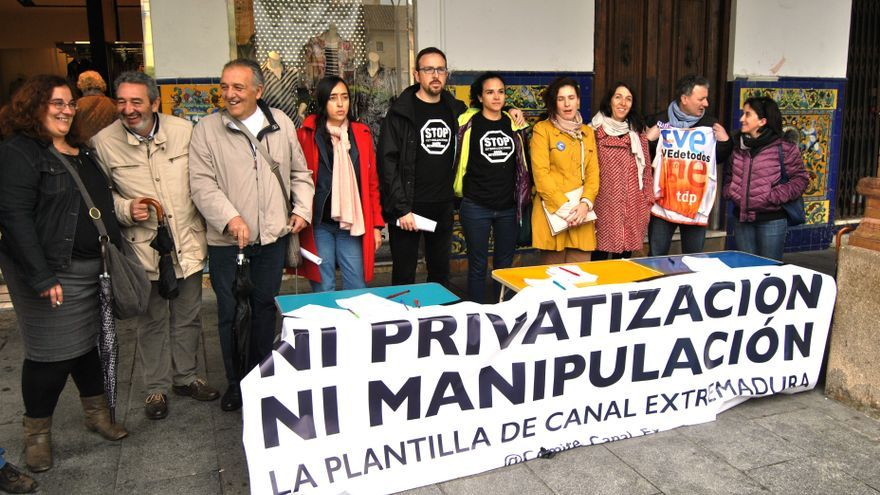 """Recogida de firmas de los trabajadores de Canal Extremadura: """"ni privatización, ni manipulación"""" / JCD"""