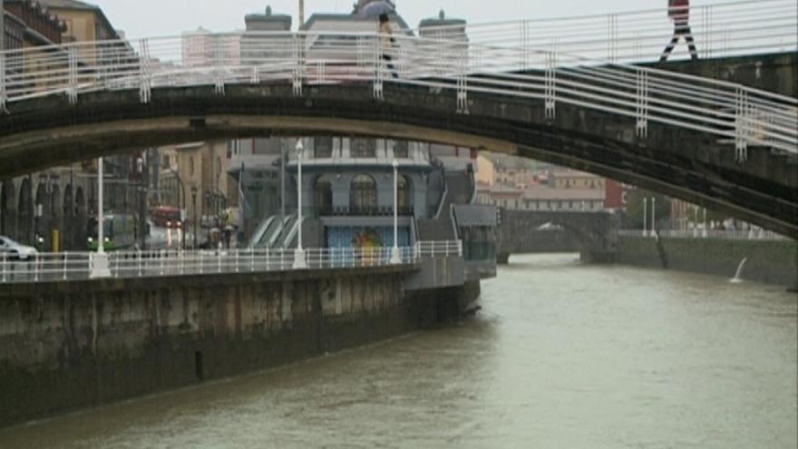 Bilbao no prevé desbordamientos esta noche que puedan afectar a la población, pero mantiene las medidas preventivas