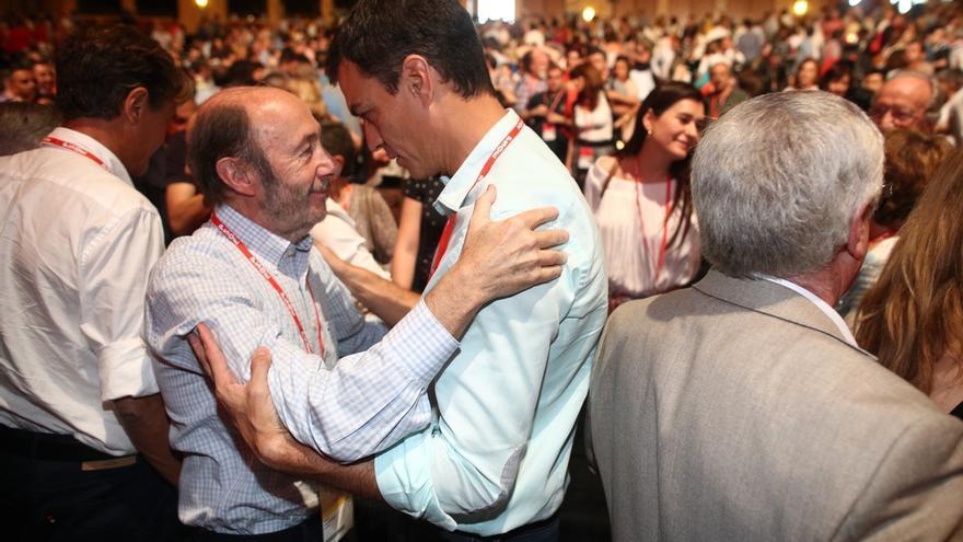 """Sánchez recuerda a Rubalcaba como un """"hombre de Estado"""" que """"consolidó su talla histórica"""" en la lucha contra ETA"""