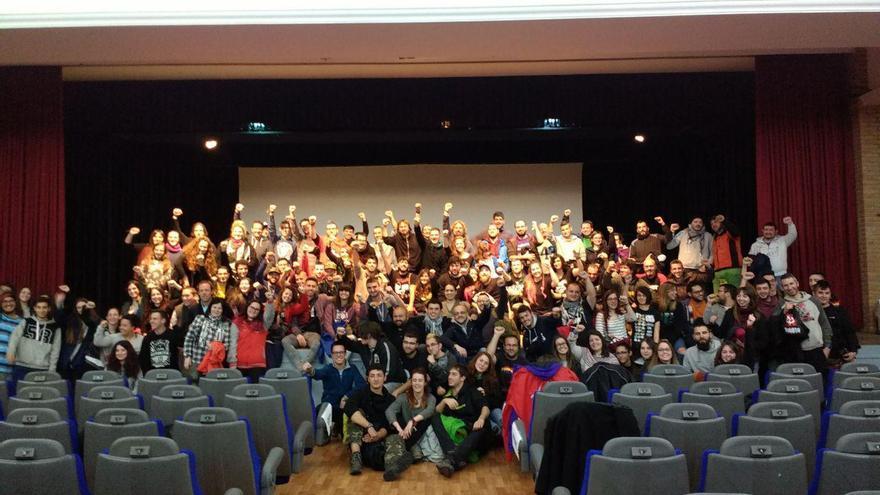 El grupo Boikot y público asistente a la presentación del cortometraje 'Jarama'