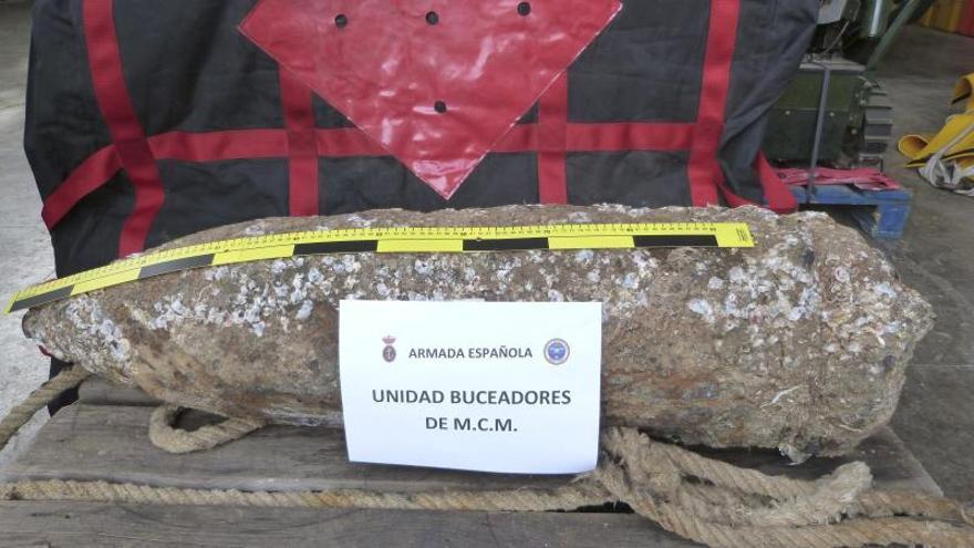 Retiran un proyectil de 200 kilos hallado por un pesquero frente a Santa Pola