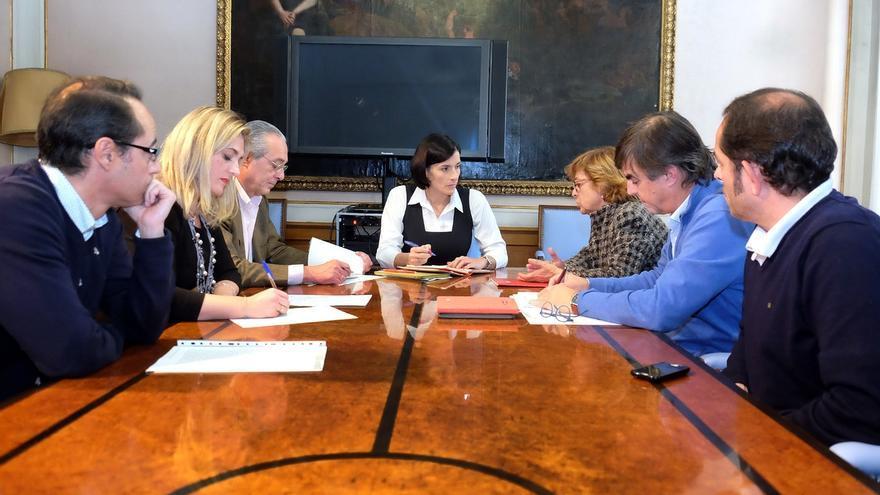 Igual se reúne con representantes sindicales para analizar necesidades de la plantilla y mejoras en marcha
