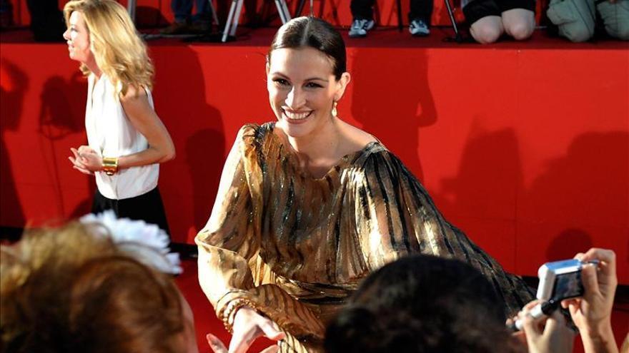 Julia Roberts, la sonrisa de Hollywood, se pone más seria que nunca