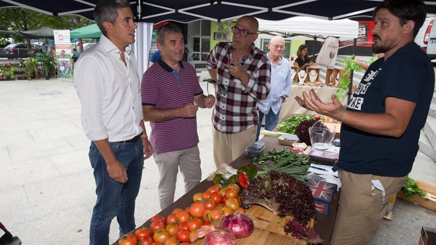 Zuloaga visita la I Feria del Tomate Antiguo