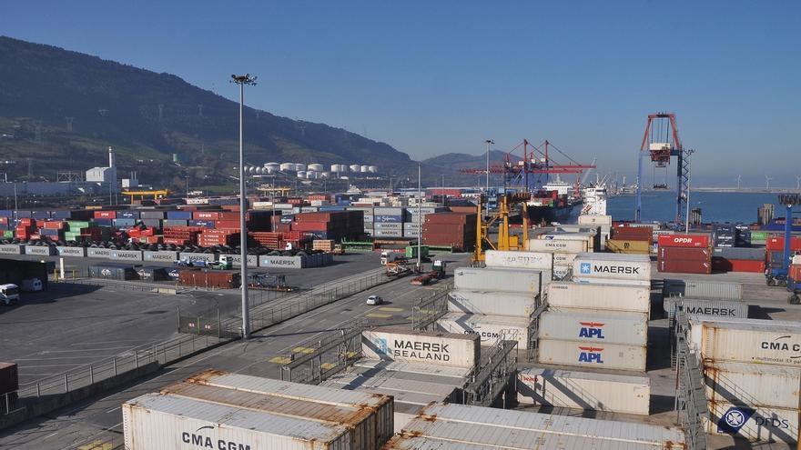 Solo cuatro de los 19 buques atracados en el Puerto de Bilbao trabajan con normalidad por la huelga de estibadores
