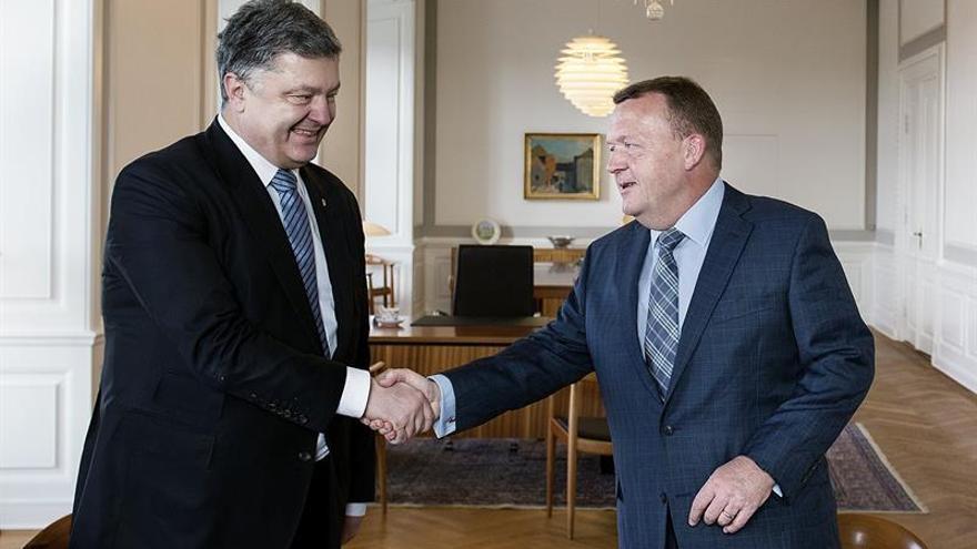 """Poroshenko pide a Rusia """"retirar"""" las tropas de Ucrania para solucionar el conflicto"""