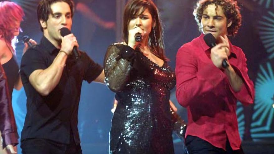 David Bustamante, Rosa López y David Bisbal en la gala de Eurovisión de 2002