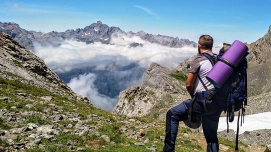 El escritor Pablo Batalla en la montaña.