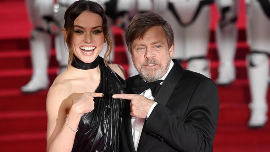 Daisy Ridley y Mark Hamill, durante la presentación de 'Star Wars: Los últimos Jedi'