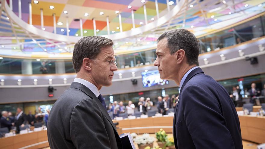 El primer ministro holandés, Mark Rutte, y el presidente del Gobierno español, Pedro Sánchez, en Bruselas.