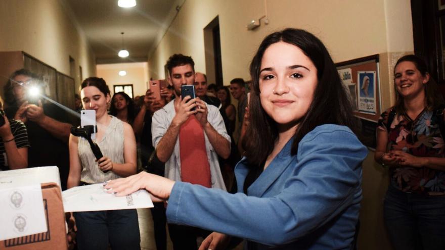 Ofelia Fernández vota en las elecciones argentinas del pasado domingo