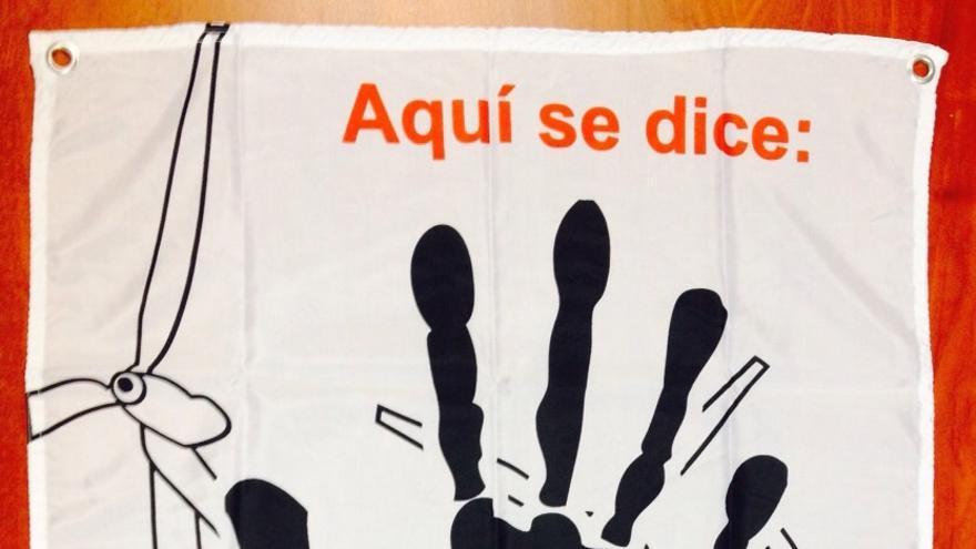 Lonas que se entregan en Puerto del Rosario en contra de las prospecciones.