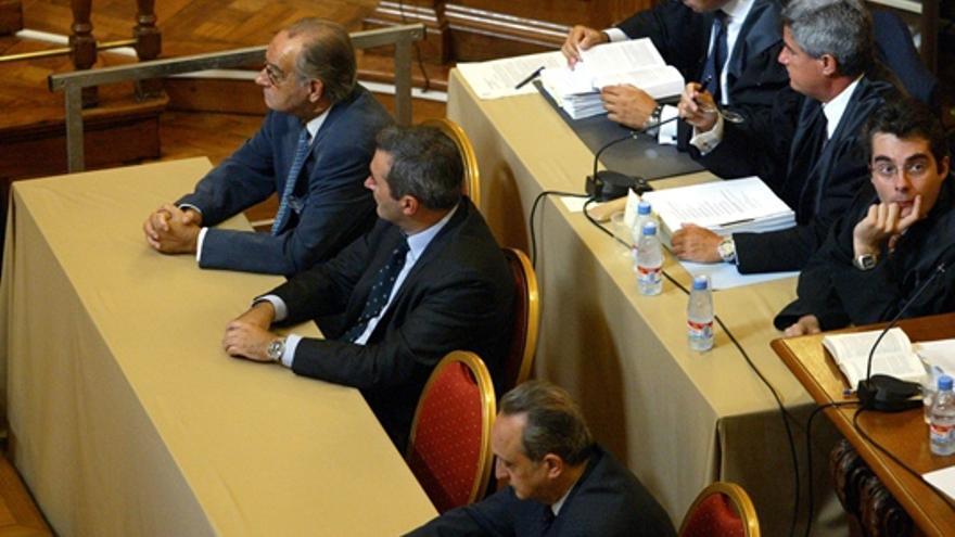 El penalista Juan Piqué Vidal, en la Audiencia de Barcelona, durante el juicio por el 'caso Estevill'./ Antonio Moreno