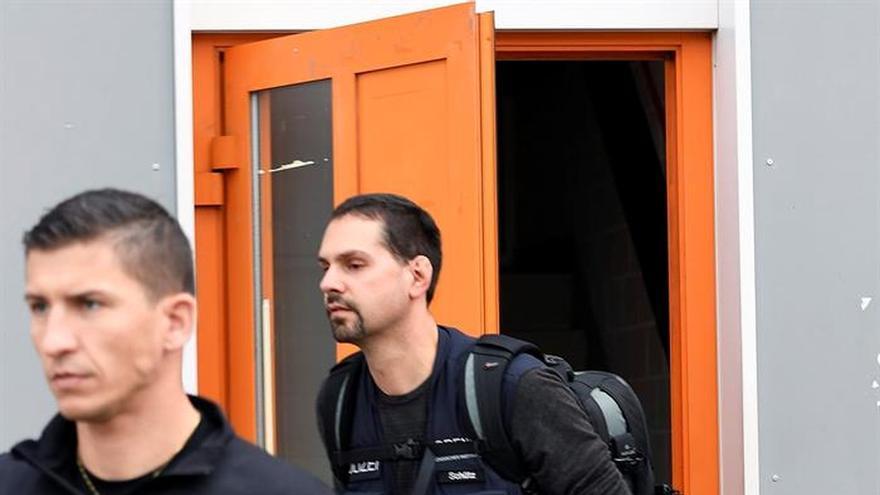 Registran una polémica mezquita suiza y acusan al imán de incitación a la violencia