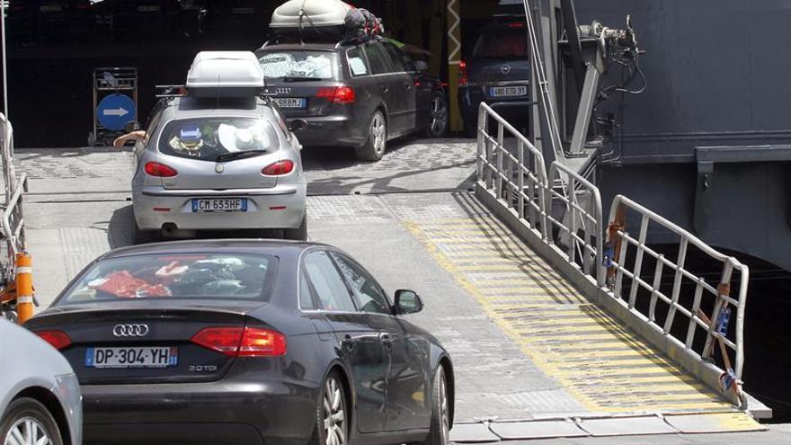 Más de 676.000 pasajeros han pasado ya por los puertos del Estrecho