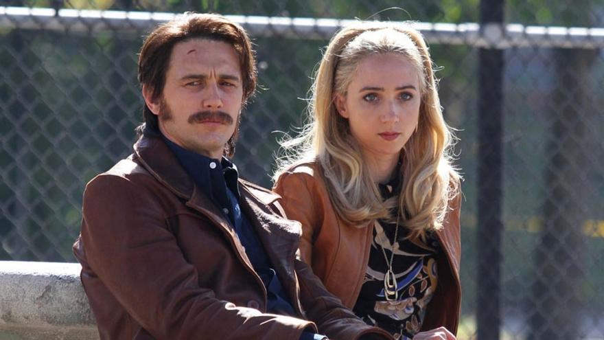 James Franco y  Zoe Kazan en 'The Deuce'