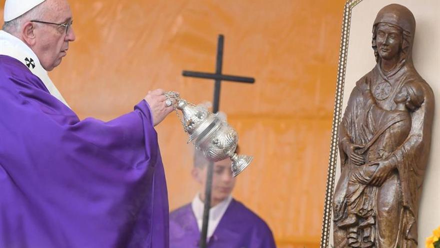 """El papa dice que """"son los comunistas los que piensan como los cristianos"""""""