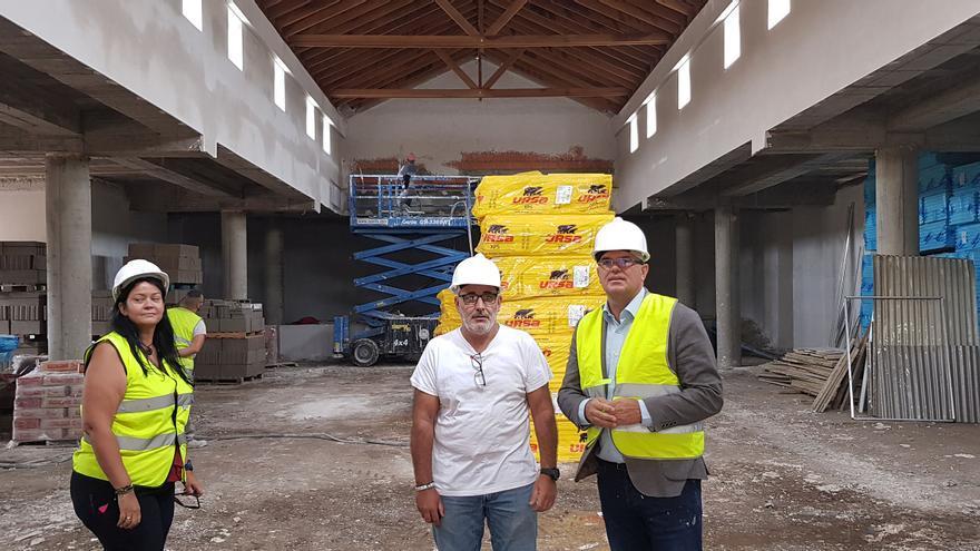 Un momento de la visita realizada al futuro Centro de Promoción Agraria de Garafía.