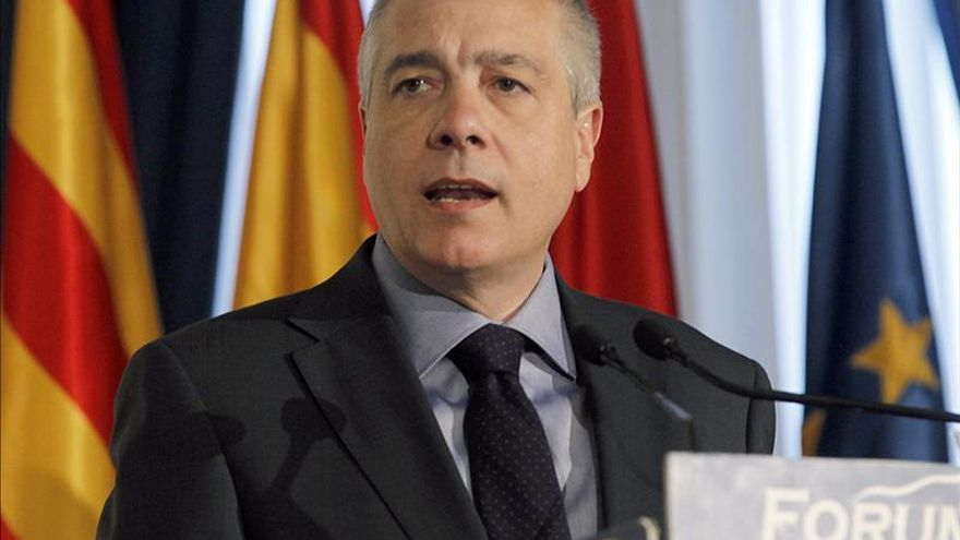 Navarro se reúne hoy con Almunia en Bruselas y explicará su vía federal