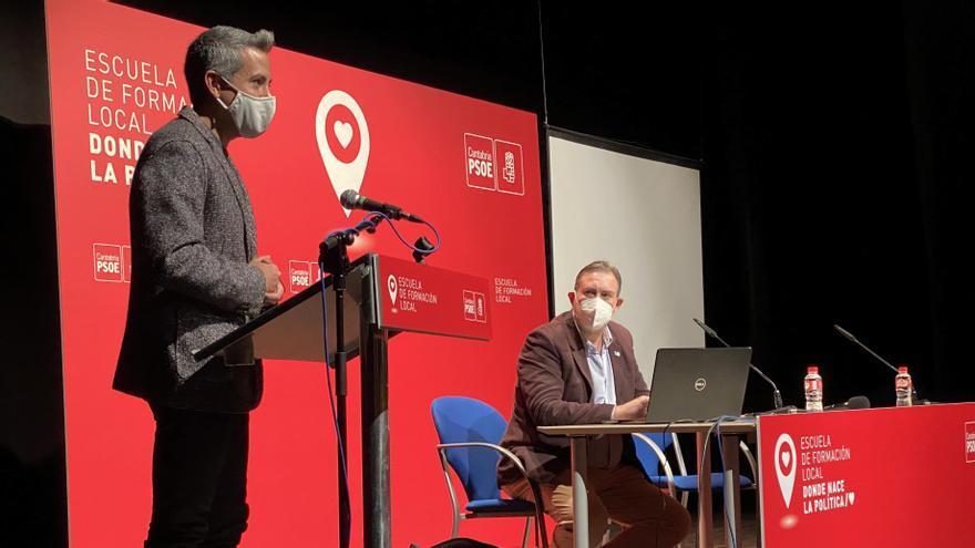 Pablo Zuloaga, durante su intervención en la Escuela de Formación.