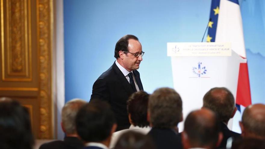 Hollande pide el fin de la polémica política sobre el atentado de Niza