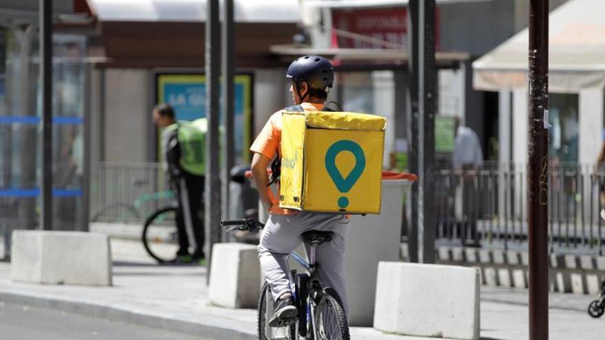 """""""Busco cuenta de repartidor para alquilar"""": el mercado negro de los """"riders"""""""