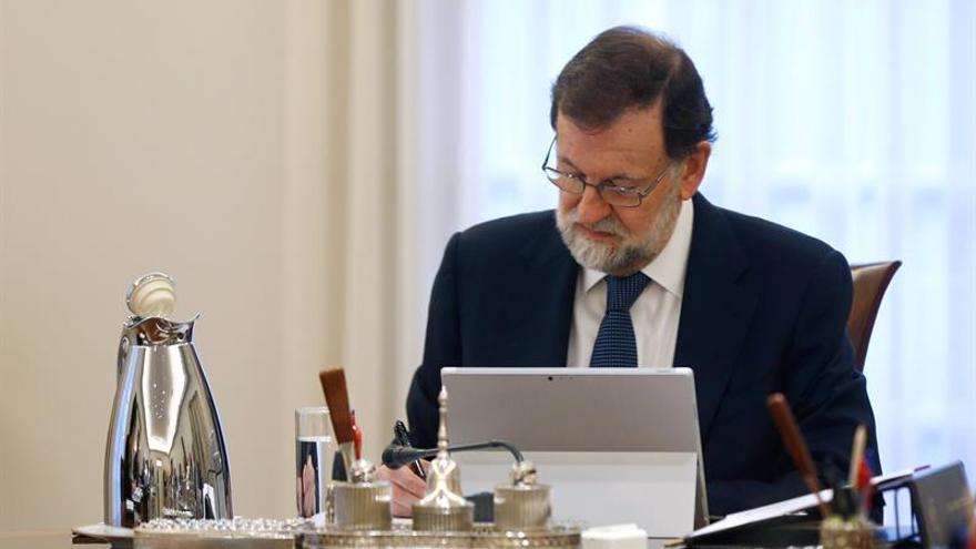 Rajoy preside la reunión del Consejo que decidirá cómo actuar ante Puigdemont