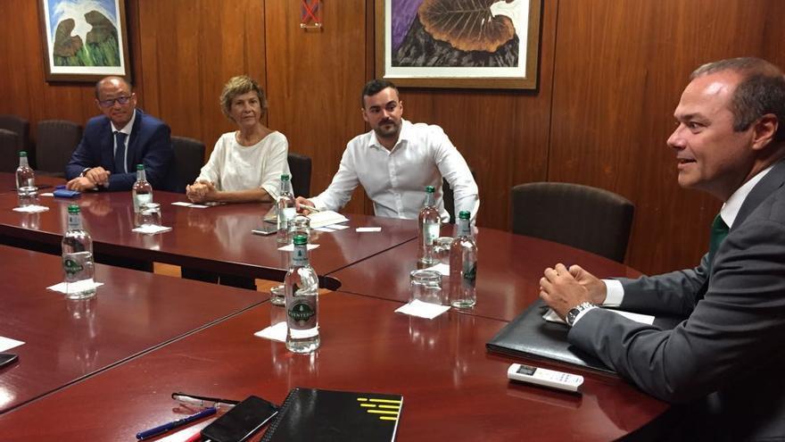 Uno de los encuentros entre el alcalde de Las Palmas de Gran Canaria. Augusto Hidalgo, con representantes empresariales y de instituciones canarias con intereses en Corea del Sur.