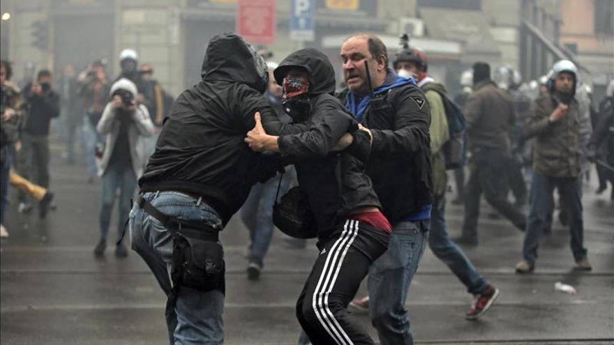 Caos en Milán por enfrentamientos entre Policía y antisistema contra la Expo