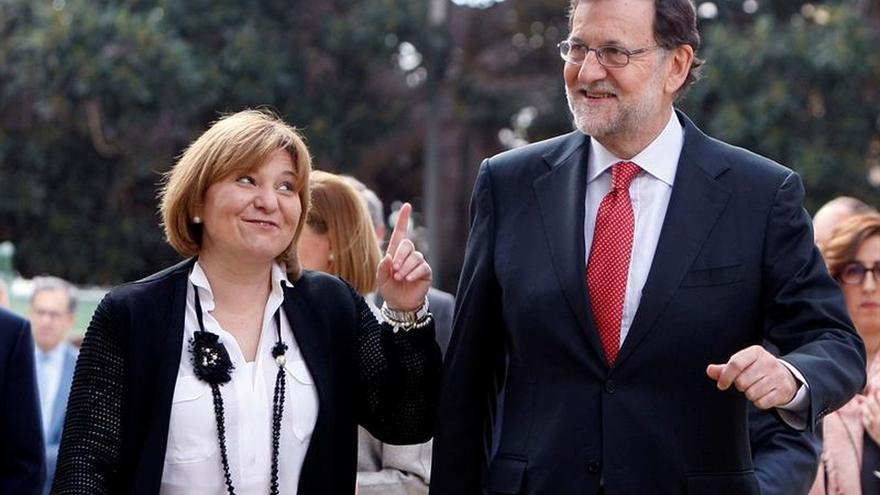 El presidente del Gobierno en funciones, Mariano Rajoy, junto a la presidenta del PP valenciano, Isabel Bonig,